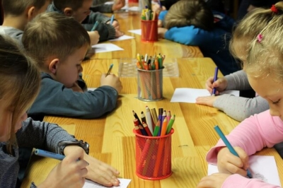 children drawing at a childcare center